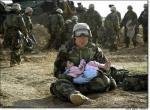 iraq-soldierholdingiraqichild1