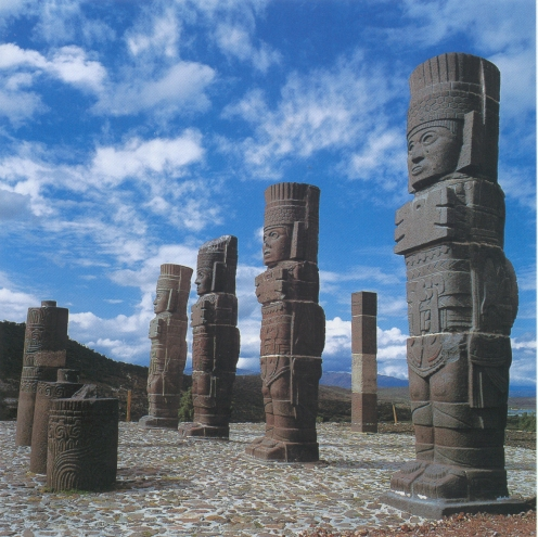 quetzalcoatl-kukulcan-temple-statues